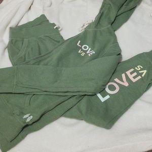 Victoria Secret jogging suit, sm, fits med